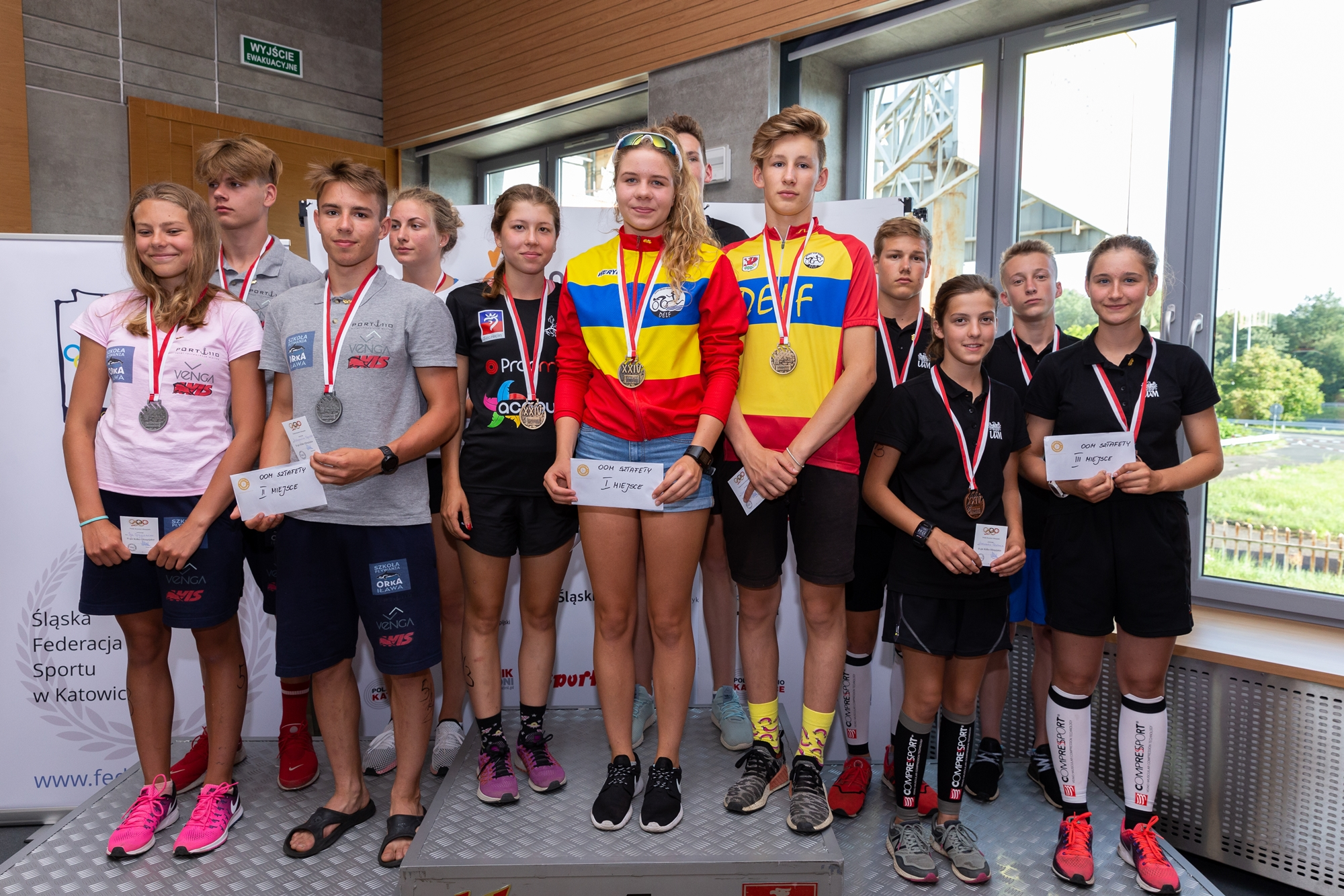 dekoracja sztafet wojewódzkich podczas 24 OOM w Triathlonie - Katowice 2018