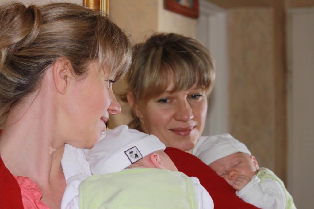 Majka Julianna z mamą Moniką w lustrzanym odbiciu